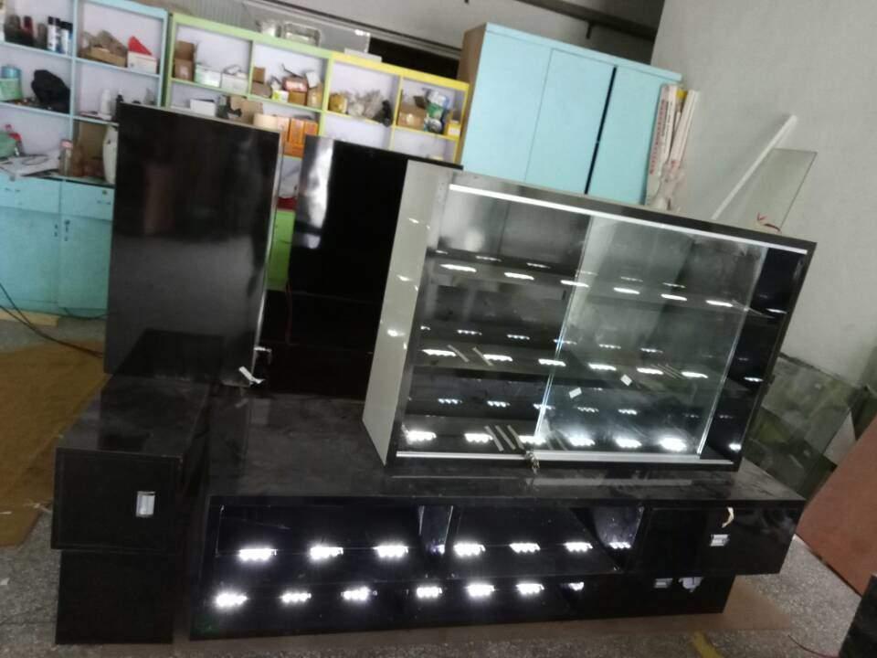 3D custom crystal kiosk